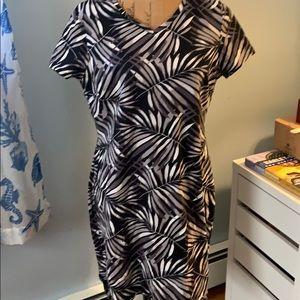 Old navy leafs print dress